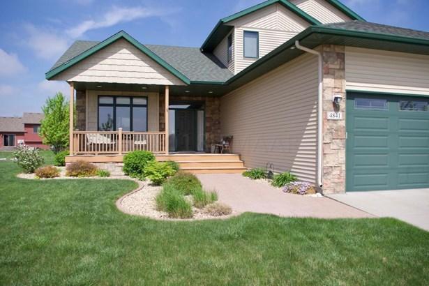 4841 Woodhaven Drive S, Fargo, ND - USA (photo 2)