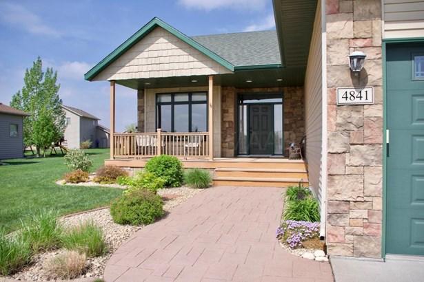 4841 Woodhaven Drive S, Fargo, ND - USA (photo 3)