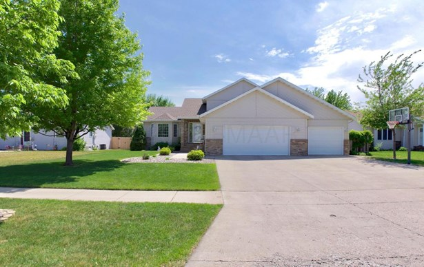 3218 35 1/2 Court S, Fargo, ND - USA (photo 2)