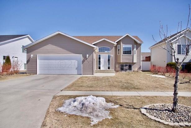 1172 39 1/2 Avenue W, West Fargo, ND - USA (photo 1)