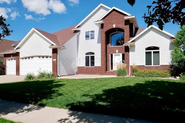 1751 Charleswood Estates Drive, West Fargo, ND - USA (photo 1)