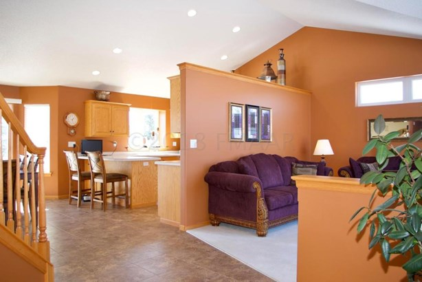 1942 East Rose Creek Parkway S, Fargo, ND - USA (photo 5)