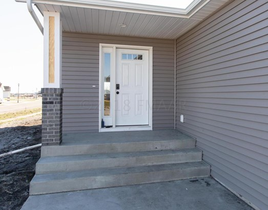824 Albert Drive W, West Fargo, ND - USA (photo 2)