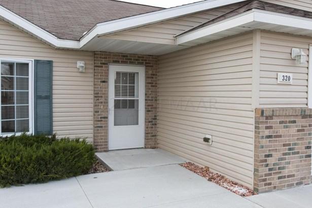 320 30 Th Street N, Moorhead, MN - USA (photo 2)