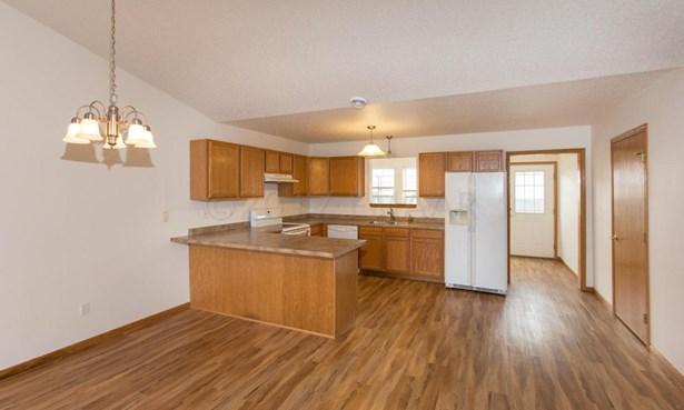 320 30 Th Street N, Moorhead, MN - USA (photo 5)