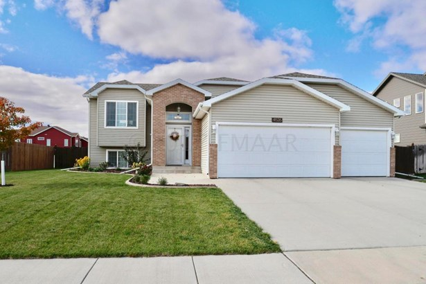 4526 12 Street W, West Fargo, ND - USA (photo 1)