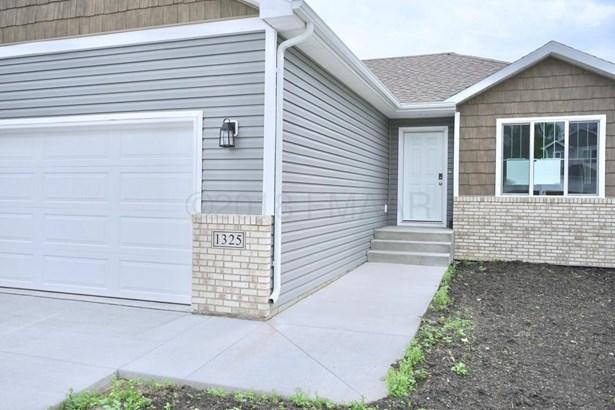 1325 Goldenwood Drive, West Fargo, ND - USA (photo 2)