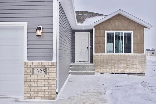 1325 Goldenwood Drive, West Fargo, ND - USA (photo 3)