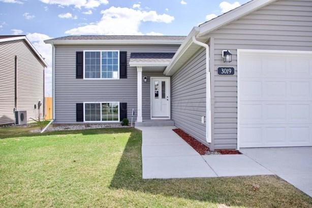 3019 32 Nd Avenue S, Moorhead, MN - USA (photo 2)