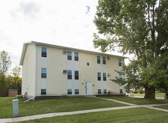 915 10 Th Avenue W, West Fargo, ND - USA (photo 1)