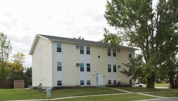 915 10 Th Avenue W, West Fargo, ND - USA (photo 2)
