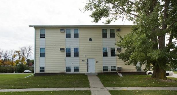 915 10 Th Avenue W, West Fargo, ND - USA (photo 3)