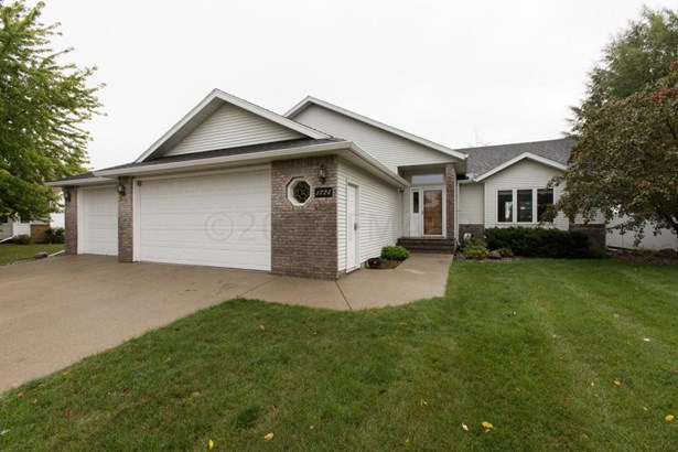 1724 37 1/2 Avenue S, Fargo, ND - USA (photo 2)