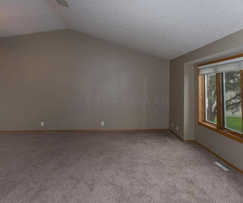1724 37 1/2 Avenue S, Fargo, ND - USA (photo 5)