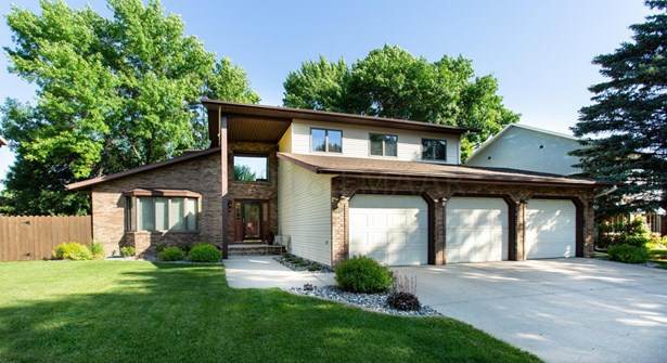 2962 Peterson Parkway, Fargo, ND - USA (photo 1)