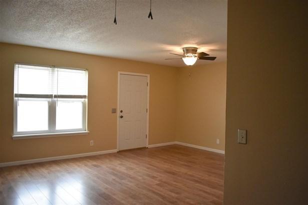 Condominium/Townhouse - Sillwater, OK (photo 2)