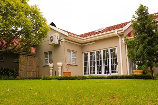 Van Der Hoff Park, Potchefstroom - ZAF (photo 2)