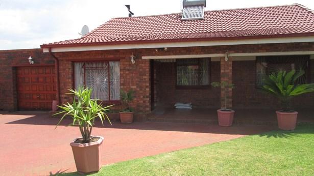 15 Patricia Brothers, Eldorado Park, Soweto - ZAF (photo 1)