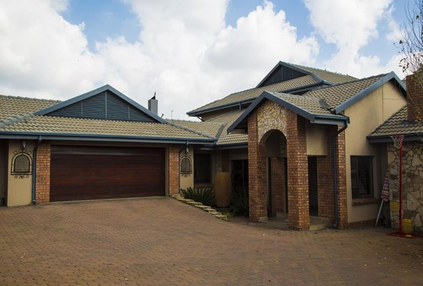 Roberts Estate, Middelburg - ZAF (photo 1)