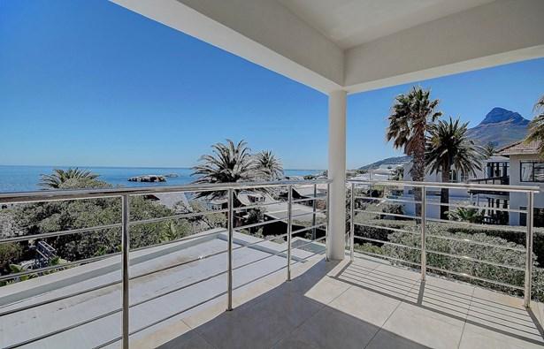 58 Victoria, Camps Bay, Cape Town - ZAF (photo 3)
