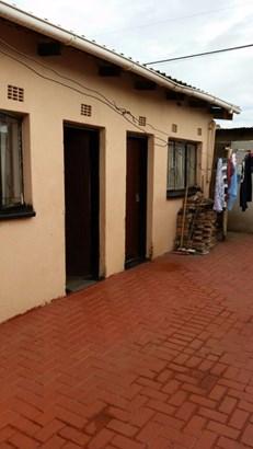 41a Moshoeshoe, Meadowlands, Soweto - ZAF (photo 5)