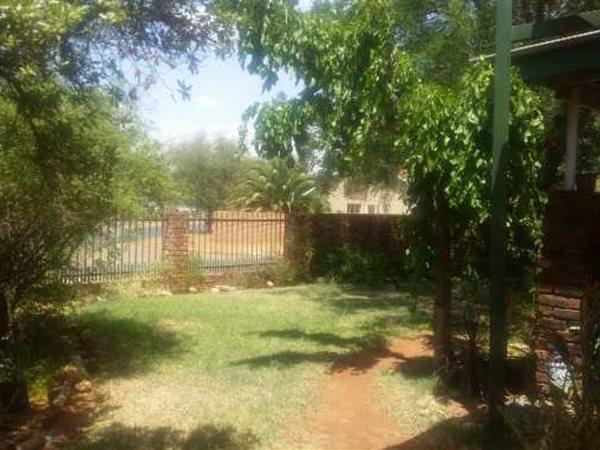 Royldene, Kimberley - ZAF (photo 3)