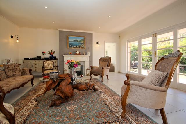 13 Charles, Constantia, Cape Town - ZAF (photo 2)