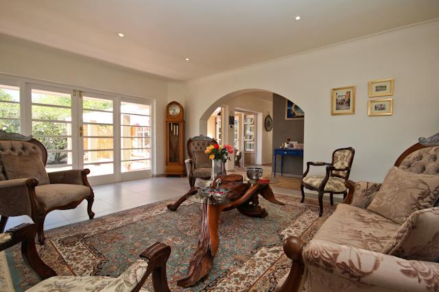 13 Charles, Constantia, Cape Town - ZAF (photo 3)