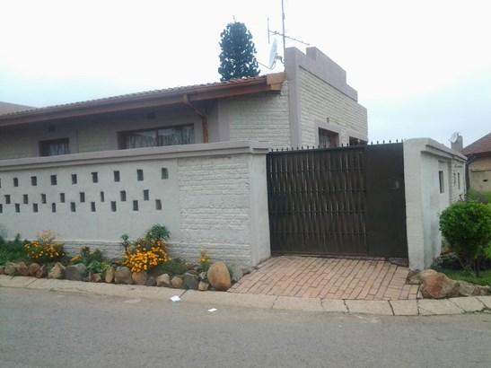 Pimville Zone 7, Soweto - ZAF (photo 1)