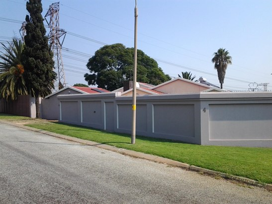 4 Cachet Avenue, Croydon, Kempton Park - ZAF (photo 1)