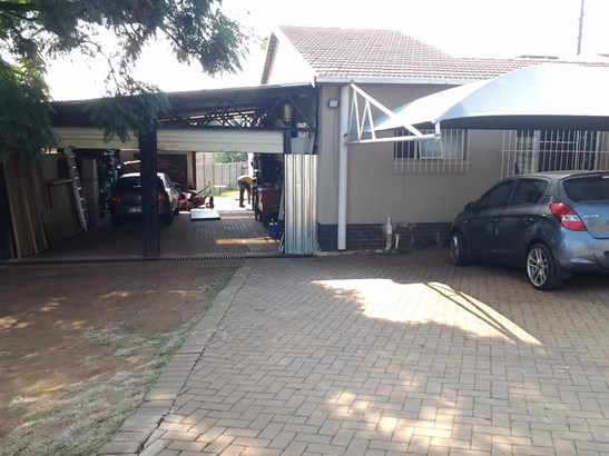 4 Cachet Avenue, Croydon, Kempton Park - ZAF (photo 2)