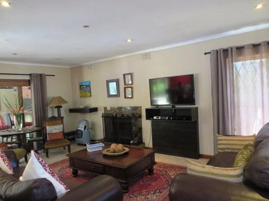 Tara, Durbanville - ZAF (photo 2)