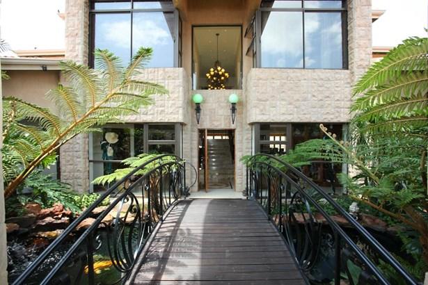 739 Nicks, Eagle Canyon Golf Estate, Roodepoort - ZAF (photo 4)
