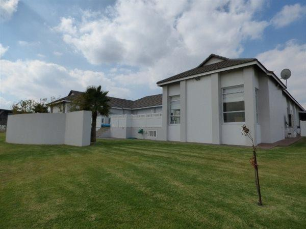 ----- Estate Dunb, Bredell, Kempton Park - ZAF (photo 2)