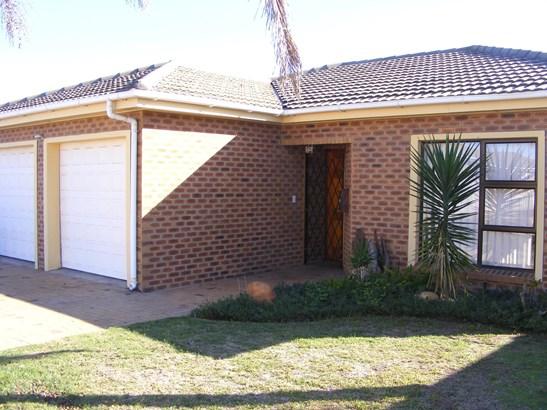 Sonstraal Heights, Durbanville - ZAF (photo 1)