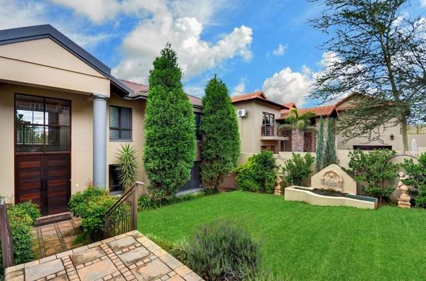873 Tarentaal, Featherbrooke Estate, Krugersdorp - ZAF (photo 1)