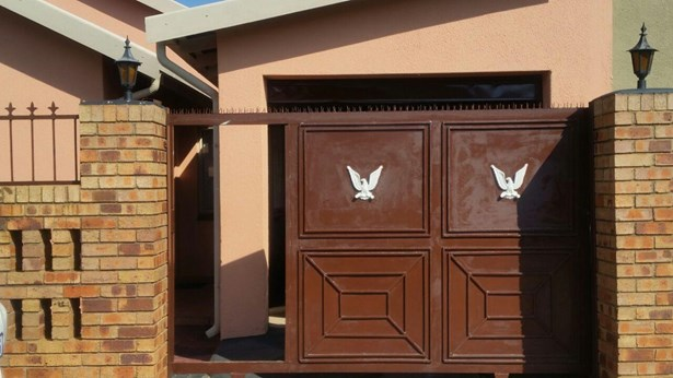 26 Jiyane, Protea North, Soweto - ZAF (photo 1)