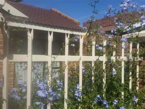 Roylglen Gardens, Kimberley - ZAF (photo 2)