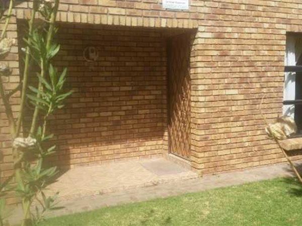 Roylglen Gardens, Kimberley - ZAF (photo 4)