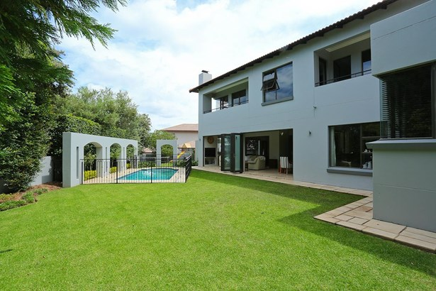 1145 Colonial, Eagle Canyon Golf Estate, Roodepoort - ZAF (photo 2)