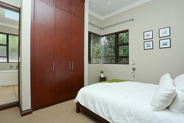 1145 Colonial, Eagle Canyon Golf Estate, Roodepoort - ZAF (photo 4)