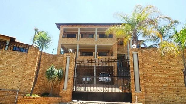 2 Essenhout, Rangeview, Krugersdorp - ZAF (photo 2)