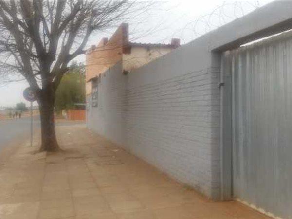 West End, Kimberley - ZAF (photo 5)