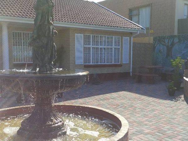 57 Claude, Bluewater Bay, Port Elizabeth - ZAF (photo 2)