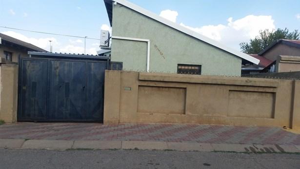 Pimville, Soweto - ZAF (photo 1)
