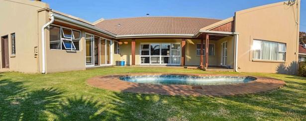 35 School , Sunnyridge, Germiston - ZAF (photo 1)