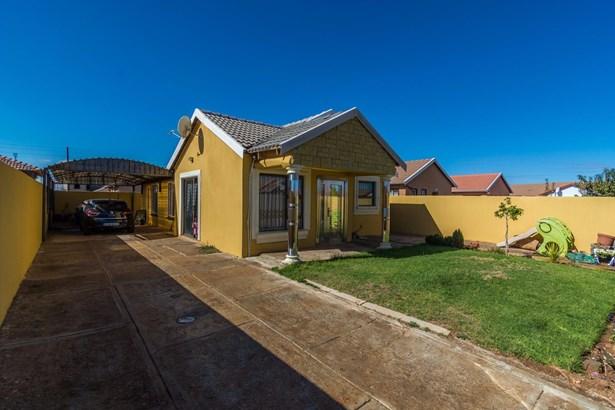 16 Strawberry, Protea Glen, Soweto - ZAF (photo 2)