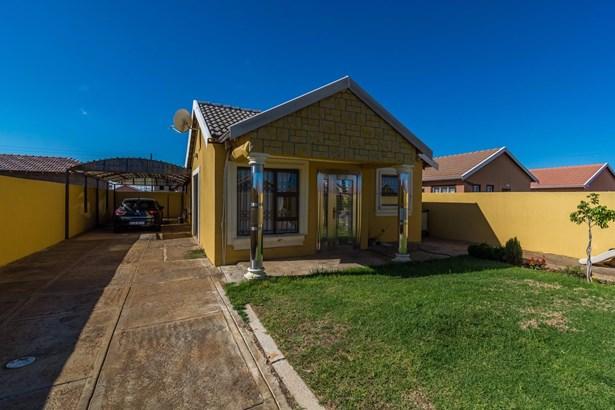 16 Strawberry, Protea Glen, Soweto - ZAF (photo 4)