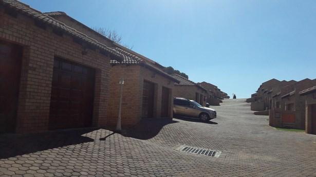 Chancliff Ridge, Krugersdorp - ZAF (photo 1)