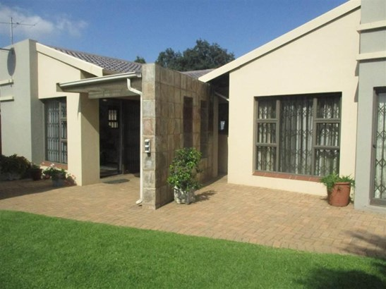 67 Prins Albert, Brackendowns, Alberton - ZAF (photo 1)